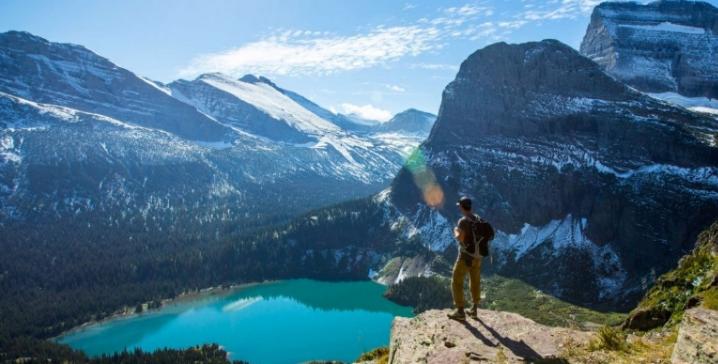 Destinations idéales pour un premier voyage seul